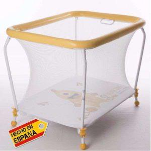 Parque-rectangular-y-manta-de-juegos-amarillo